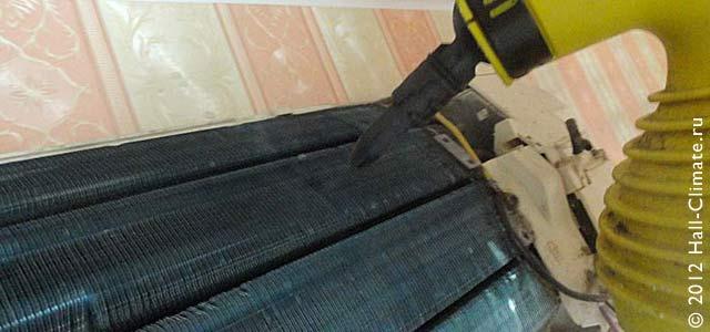 Так выглядит чистка решетки радиатора теплообменника парогенератором и конечный результат. Холл климат. Москва.